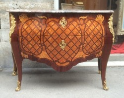 Commode d'époque Louis XV attribuée à